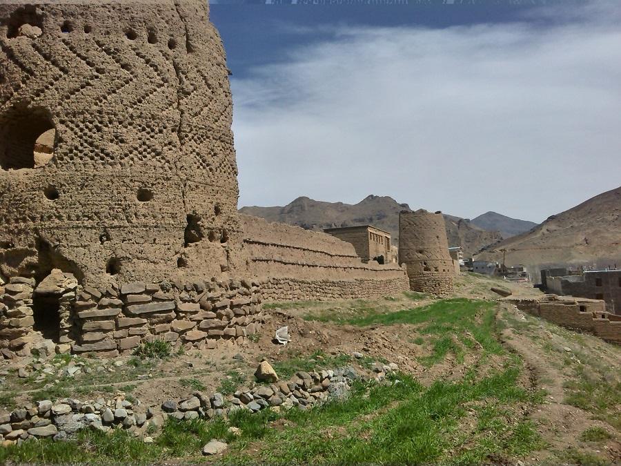 قلعه شش برجی روستای راونج / عکس