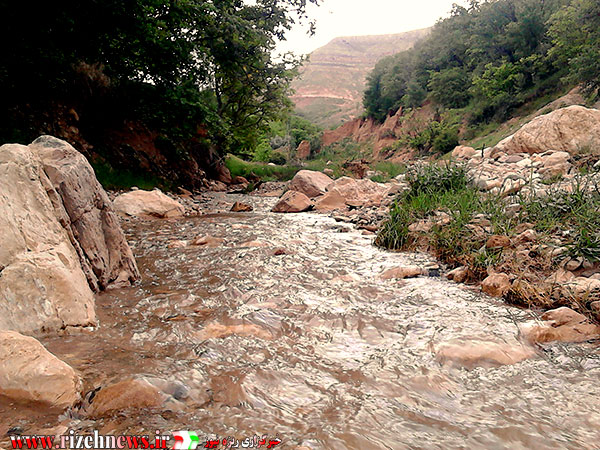 رودخانه آرام روستای ریزه فاروج