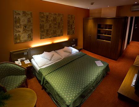 آشنایی با انواع تخت در هتل ها 8
